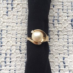 Vintage inspired 14k yellow gold pearl ring